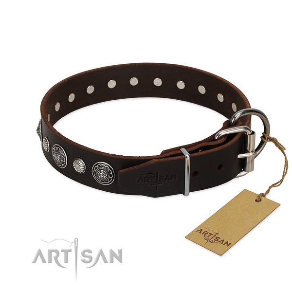 Best quality genuine leather dog collar with rust resistant traditional buckle